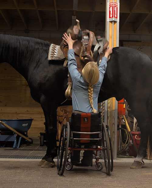andar-montar-rodeio-a-virada-de-amberley-netflix-walk-ride-rodeo-filme-superacao-paralitica-cavalo-5